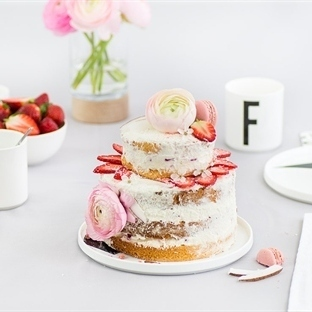 ERDBEERTORTE IM NAKED-CAKE-STYLE