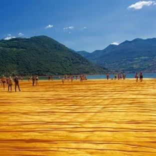 CHRISTO: THE FLOATING PIERS AUF DEM ISEO SEE