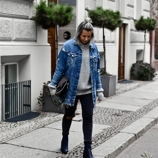 OVERSIZED SWEATER & JEANSJACKE