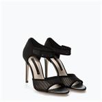 trend çanları çalıyor; siyah tül ayakkabılar