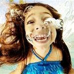 Suyun altında gerçekleştirilen çocuk fotoğrafları