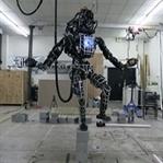 Tek Ayak Üstünde Duran Robot