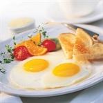 Çocuğunuzun kahvaltısında yumurta ve pekmez şart!