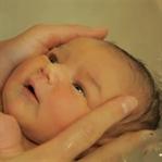 Sevimli Bebeklerin Banyo ve Masaj Keyfi