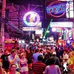 Pattaya Walking Street'de Gece Hayatı