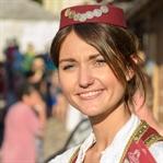 Mostar'da Osmanlı Kıyafetlerinde Bir Kız