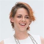 Kristen Stewart Yeni Saçlarıyla Chanel Defilesinde