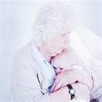 Çocuğuma Büyükannesi Bakıyor