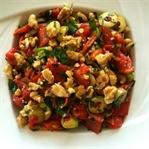 Cevizli kırmızı biber salatası