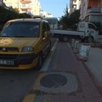 Antalya'da kaldırımlar yayalara kapalı