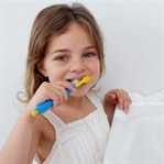 Ne Zaman Kendi Kendine Dişlerini Fırçalayabilir?