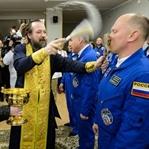 Uzaya çıkmadan önce 'kutsanan' astronotlar