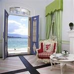 Foça'da Denize Açılan Kapı