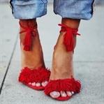 Moda: Aquazzura Püsküllü Sandalet