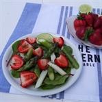 Spargelsalat mit Erdbeeren und Limetten Dressing