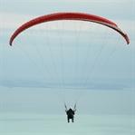 Uçmakdere'de yamaç paraşütü