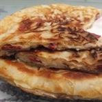 Sahur önerisi : Sucuklu Kaşarlı Tava Böreği