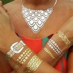 Yeni trend metalik dövmeler