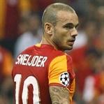 Fener Sneijder'in peşinde