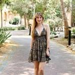 Urlaubsoutfit: buntes Sommerkleid