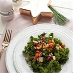 Grünkohlsalat mit Tofu, Granatapfel und Nüssen