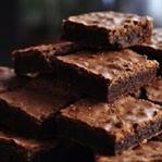 4 Malzemeyle Unsuz Çikolotalı Kek Tarifi
