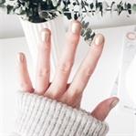 Nails of the week: Goldener Weihnachtsnagellack