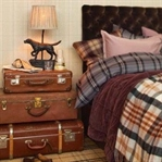A VINTAGE TOUCH TO YOUR HOME WITH THE OLD SUITCASE
