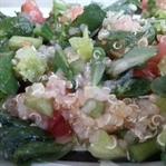 Vegan Beslenme: Kinoalı Salata