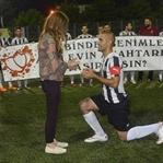 Gölcük' te Futbol Maçında Evlilik Teklifi