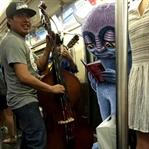 New York Metrosunu Canavarlar Bastı