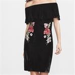 İki Trend: Kadife Elbise ve Tüylü Terlik