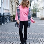 Outfit: Barbie pink trifft Schlaghosen