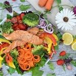 Frischer Teriyaki-Lachs-Salat
