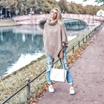 Herbst-Look: Poncho & Mom Jeans Outfit