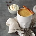 Kürbis-Latte Macchiato mit weißer Schokolade