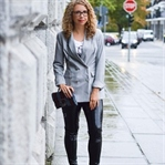 Outfit: Glencheck Blazer und Vinyl Hose