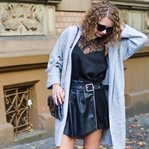 Outfit: Strick, Leder und Satin im Indian Summer