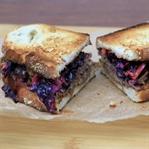 Pulled Pork Sandwich mit Rotkraut Coleslaw