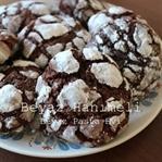 Çikolatalı, kakaolu çatlak kurabiye