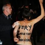 Femen' Ünlü Yönetmeni Protesto Etti.