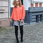 Outfit: Zara Pulli, Glencheck Skort und Sock Boots