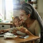 Pazar Günü Deli Tavuğa Dönen Çalışan Anneler