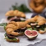 Pikante Croissants mit Pesto, Rucola & Feigen