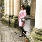Rosa Burberry Trenchcoat und Louis Vuitton Metis