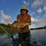 SUP Angeln: Stehend über die Fische gleiten