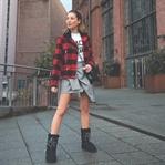Winterboots & rot schwarz karierte Jacke