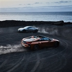 BMW'den Kumaş Tavan Şovu: BMW i8 Roadster