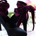 DIY Designer-Schuhe – So wertet ihr Samtpumps auf