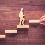 30 Basamakla 'En İyi' Siz Olmaya Yükselen Merdiven